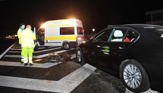 Incidente a Fiumicino scooter investe cinghiale in via della Muratella, feriti due ragazzi